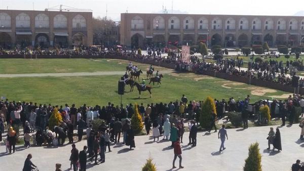 اجرای ورزش تاریخی و حماسی چوگان در مجموعه جهانی میدان امام (ره) اصفهان به عنوان بخشی از نوروزگاه اصفهان