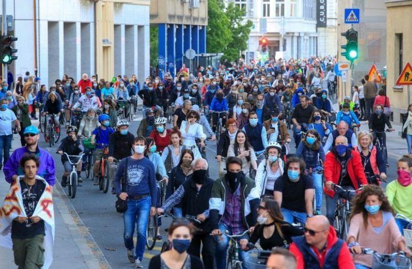 اسلوونی؛ تظاهرات با دوچرخه علیه دولت، اتهام: فساد در خرید ماسک